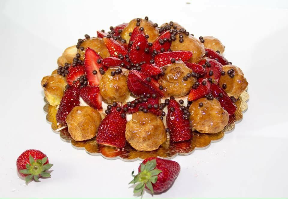 Torta Bignè e Fragole (Pasticceria Migliore)